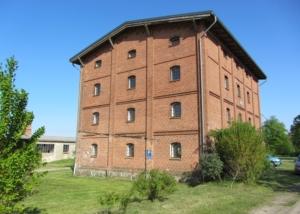 Der alte Speicher in Lelkendorf soll nach den Sanierungsarbeiten zum interdisziplinären Treffpunkt für Kunst und Kommunikation werden.