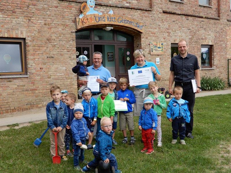 Übergabe Zuwendungsbescheid für eine Kinderküche in Sukow-Marienhof