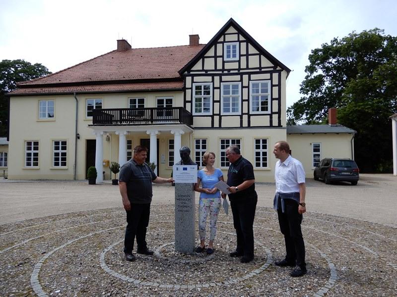 Übergabe des Zuwendungscheides für das Thünenmuseum in Tellow