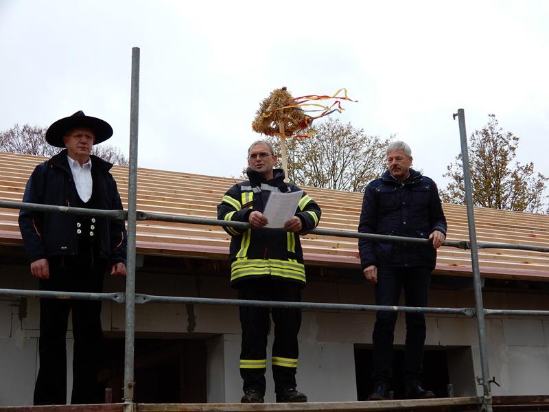 Der Rohbau ist fertig und das Richtfest für das neue Feuerwehrgerätehaus in Wasdow kann gefeiert werden