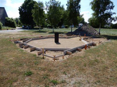 Auf dem Festplatz in Schwasdorf wird eine Grillkota errichtet.