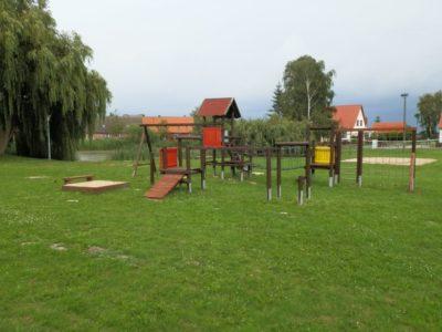 Der Spielplatz in Remlin ist in die Jahre gekommen und erhält dank LEADER eine Auffrischung.