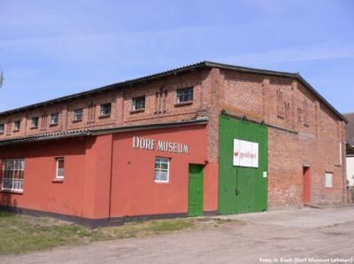 Der ehemalige Getreidespeicher beherbergt seit 2006 das Dorf Museum Lohmen.